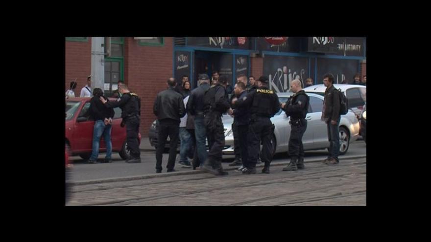 Video Zasahující policista v civilu