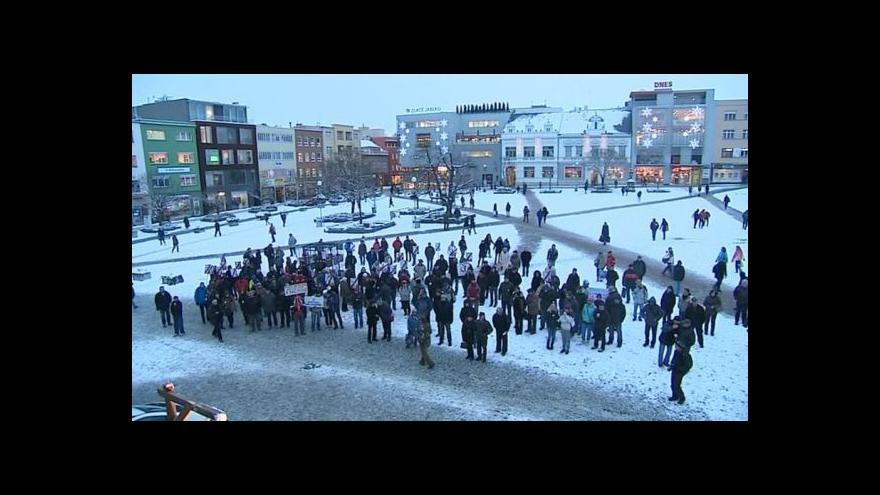Video NO COMMENT: Zlínský protest proti komunistům na hejtmanství