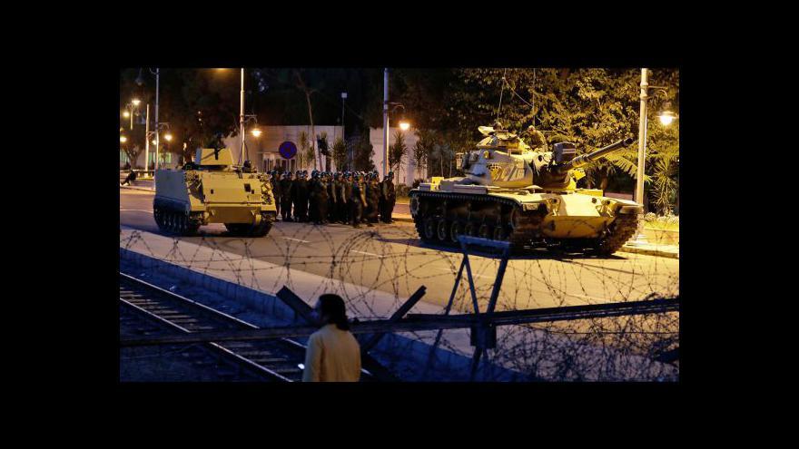 Video Mursí pošle do ulic Káhiry armádu
