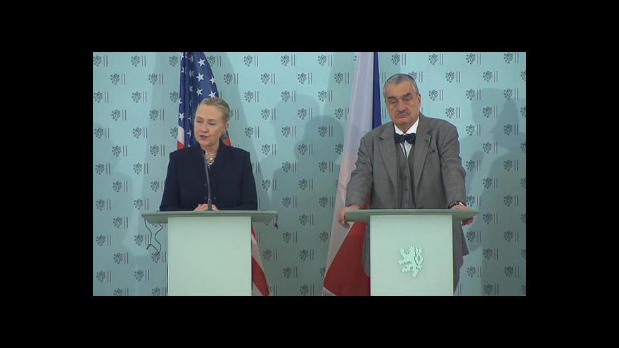 Video Brífink Hillary Clintonové s Karlem Schwarzenbergem