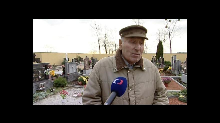 Video Obyvatelé Vranovic zatím netuší, kdo hroby poničil