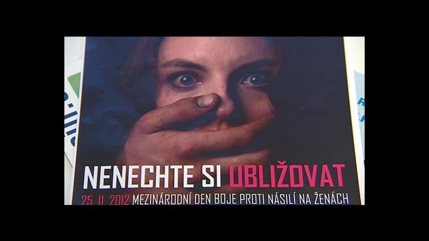 Video Svět si připomíná den boje proti násilí na ženách
