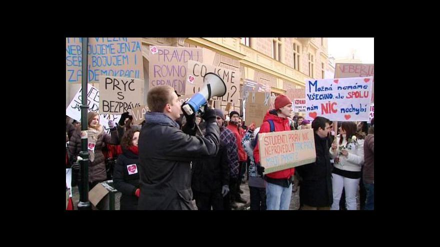 Video Zmatek na plzeňských právech stál studentské senátory mandát