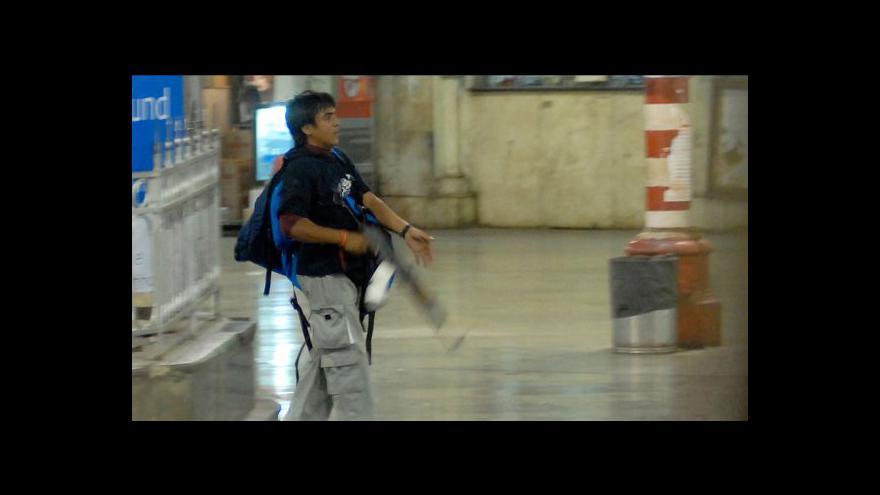 Video Bombajský atentátník zaplatil za svůj čin