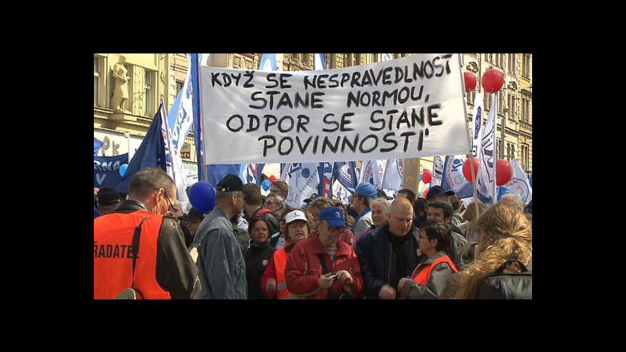 Video 17. listopad - dopoledne pieta, odpoledne protesty