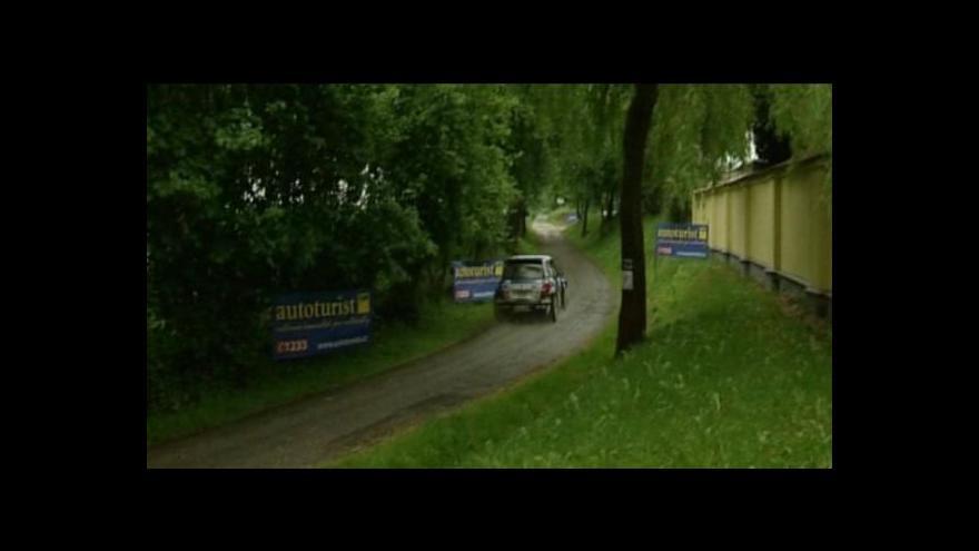 Video Českokrumlovské rallye hrozí zrušení, lidem rychlá auta vadí