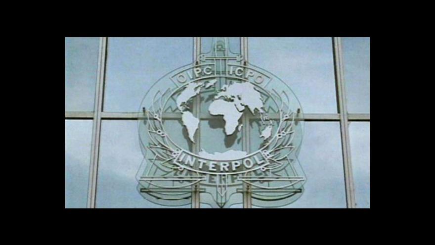 Video Vědunka Lunardi k valnému shromáždění Interpolu
