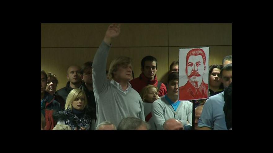 Video No comment: protesty proti vládě komunistů