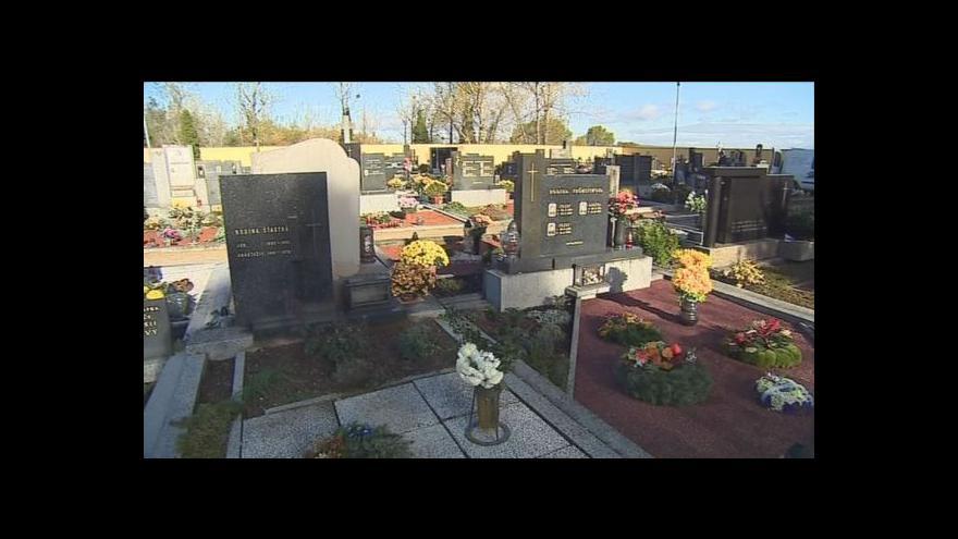 Video Po řádění vandalů už není na vranovickém hřbitově ani stopa