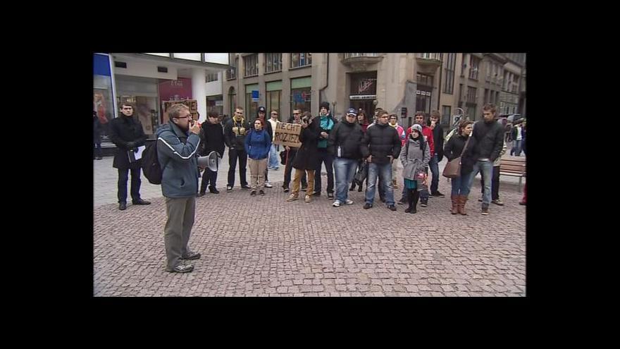 Video Pochod odpůrců zdražování nočního jízdného v Brně