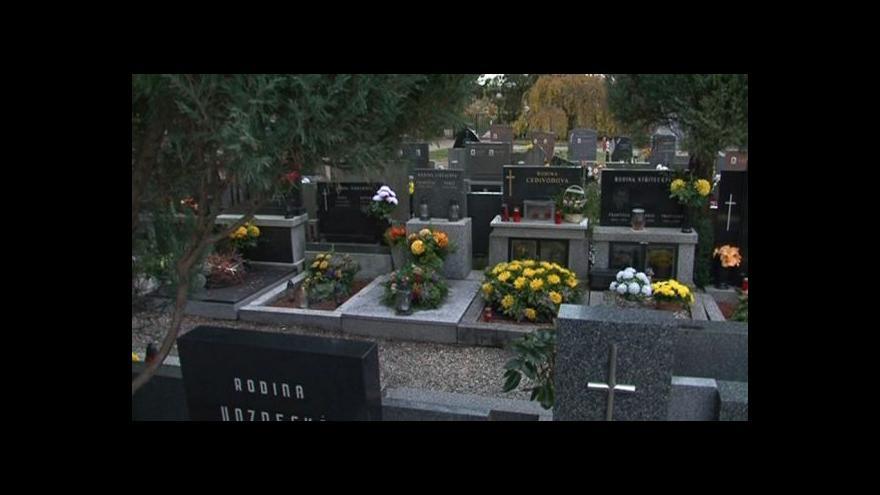 Video Zkušenosti lidí se zloději na hřbitovech