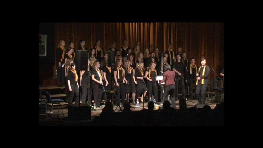 Video No comment: Gospelové sbory při závěrečném koncertu