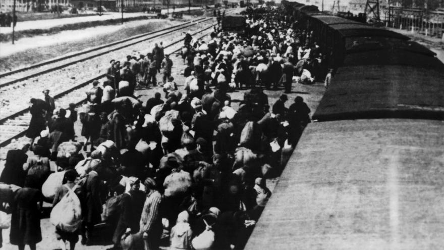 Video Reportéři ČT: Děti z vlaku