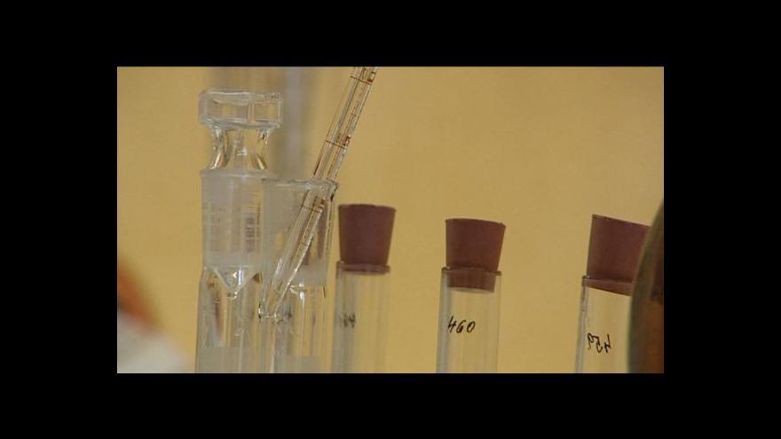 Video Policisté odhalili rum s obsahem metylalkoholu