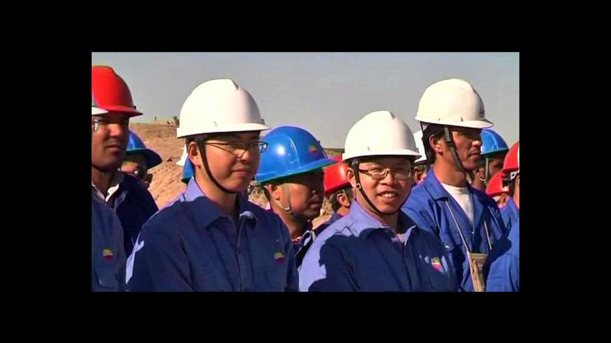 Video Číňané těží ropu v Afghánistánu