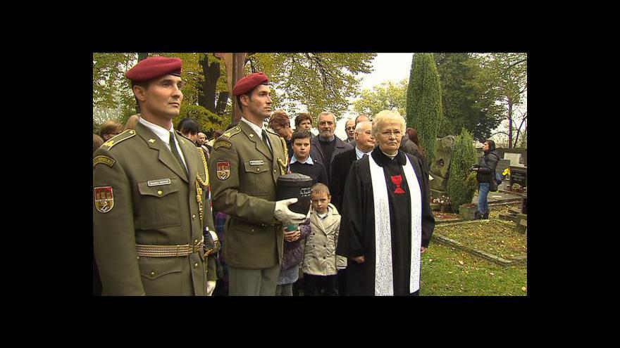 Video Blízcí se rozloučili s válečným hrdinou