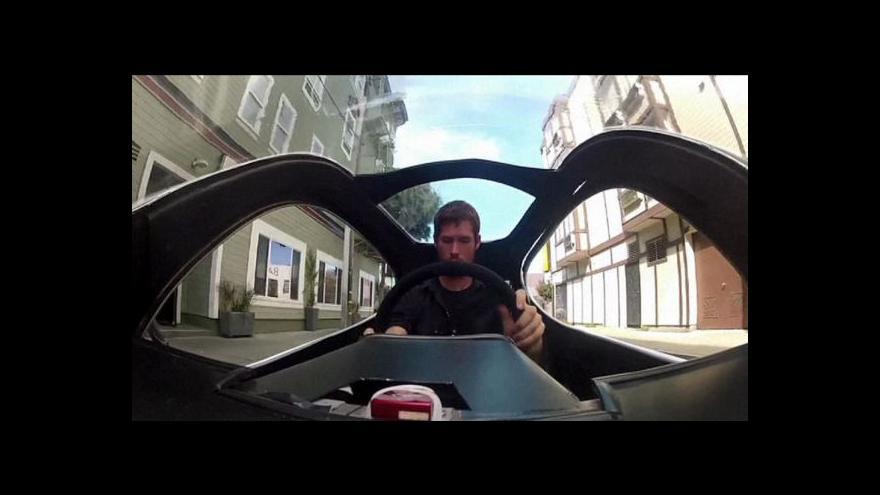 Video Gyroskopický motocykl jako konkurence autům i motorkám