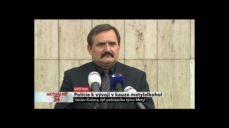 Video Brífink policie k vývoji v kauze metylalkohol