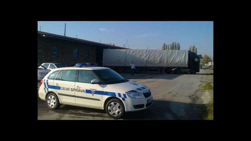 Video NO COMMENT: Vyklízení nelegálního skladu Verdany ve Zlíně