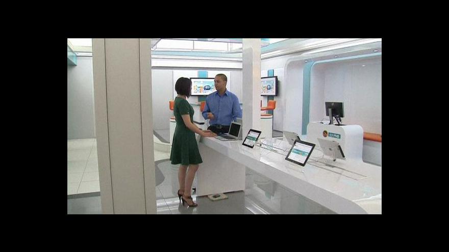 Video Jihoafrická banka rozdává tablety a smartphony