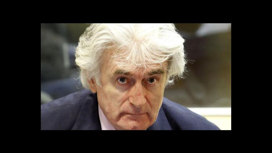 Video Karadžić se hájí u soudu v Haagu