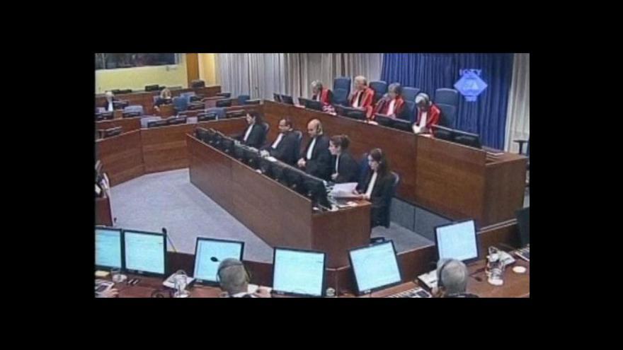 Video Karadžić předstoupí před tribunál v Haagu, obhajovat se bude sám