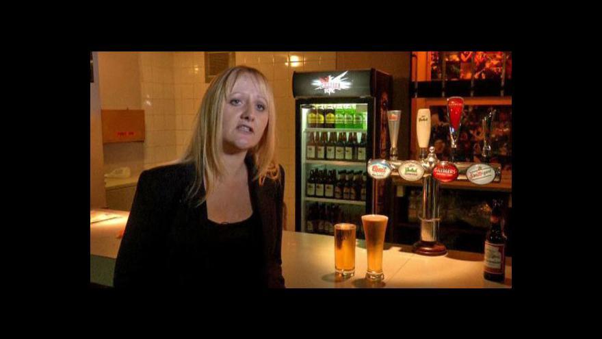 Video Rychlost pití piva záleží na tvaru sklenice