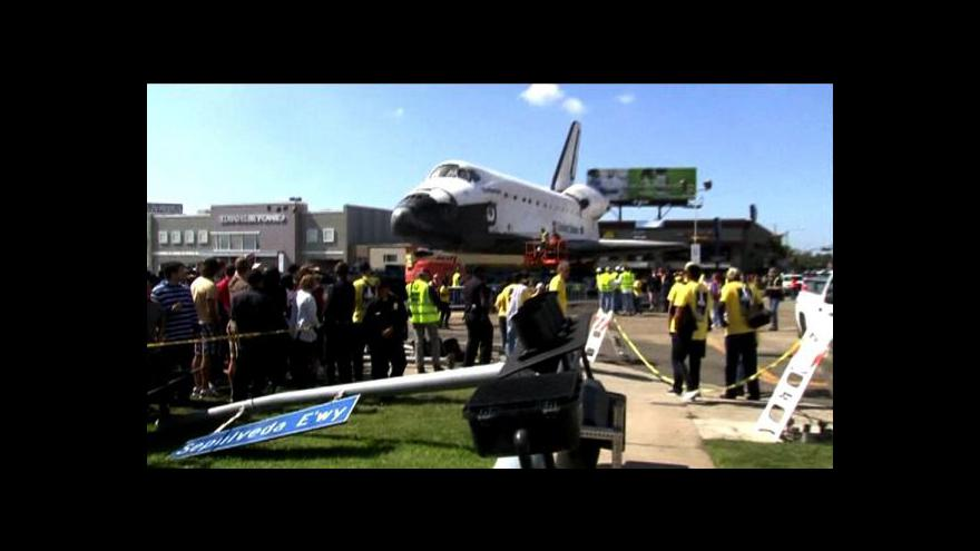Video Raketoplán Endeavour dorazil do muzea