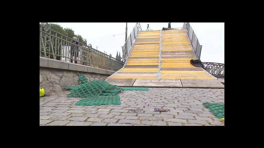 Video Jak se stavěla sjezdovka v centru Prahy