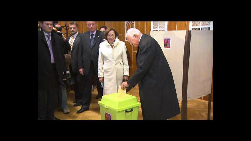 Video Prezident Václav Klaus volil v Praze-Kobylisích
