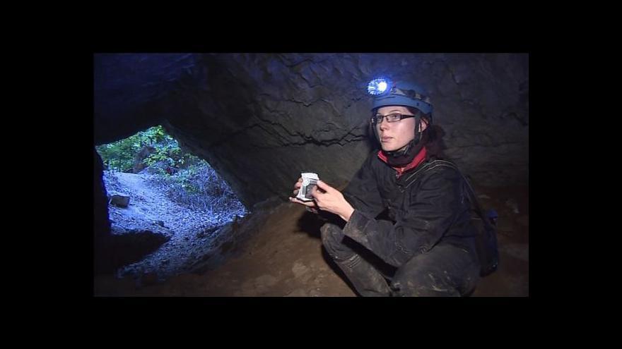 Video Monika Hladká popisuje postup měření pohybu skal