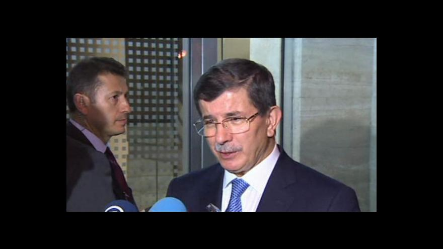 Video Turci donutili přistát syrský letoun mířící z Moskvy