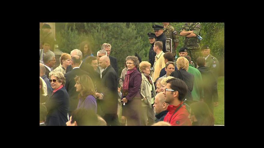Video Přijíždí prezident srdcí Gauck, pokloní se i lidickým mučedníkům
