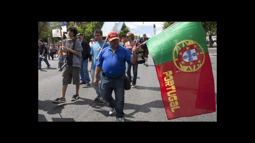 Video Portugalci jsou nespokojení, chudnou