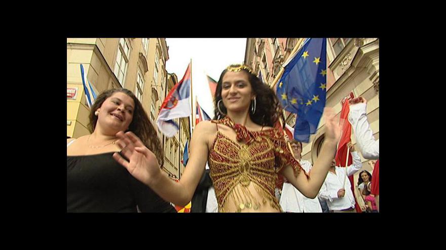 Video Prahou projde pochod romské hrdosti