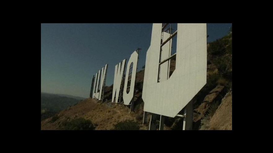 """Video Světoznámý nápis """"Hollywood"""" prochází renovací"""