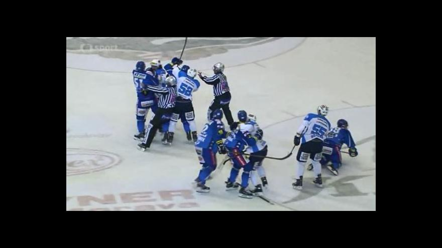 Video Šarvátka v první třetině zápasu Kometa - Plzeň
