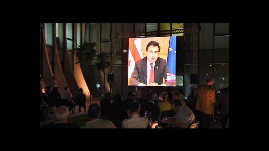 Video Gruzínský prezident uznal porážku