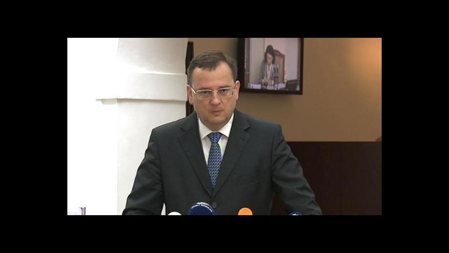 Video Brífink premiéra Petra Nečase ke kauze metylalkohol