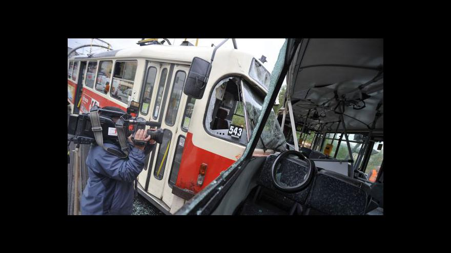 Video Srážka tramvaje s autobusem