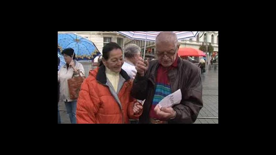 """Video Lidé se učí číst čas na brněnském \""""orloji\"""""""