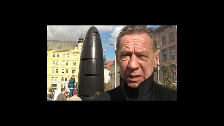 Video Autor hodin Oldřich Rujbr o jejich čištění