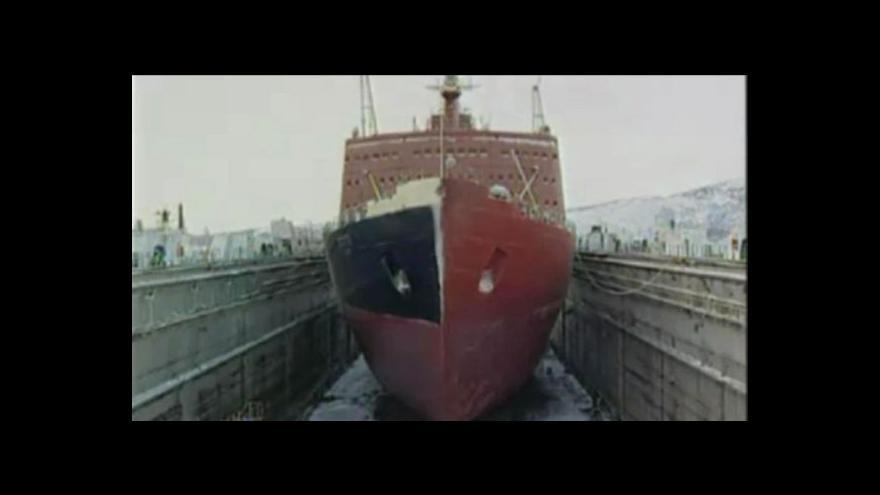 Video Z Murmansku odtáhli radioaktivní loď