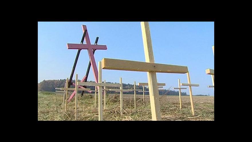 Video Ostatky ubitých Němců byly uloženy do společného hrobu