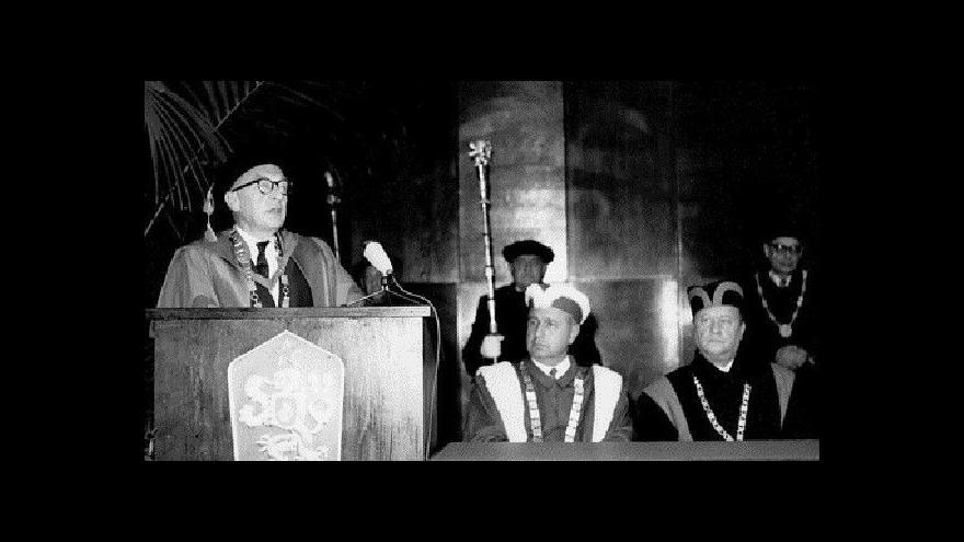 Video Projev Romana Jakobsona po přidělení Čestného doktorátu dnešní Masarykovy univerzity