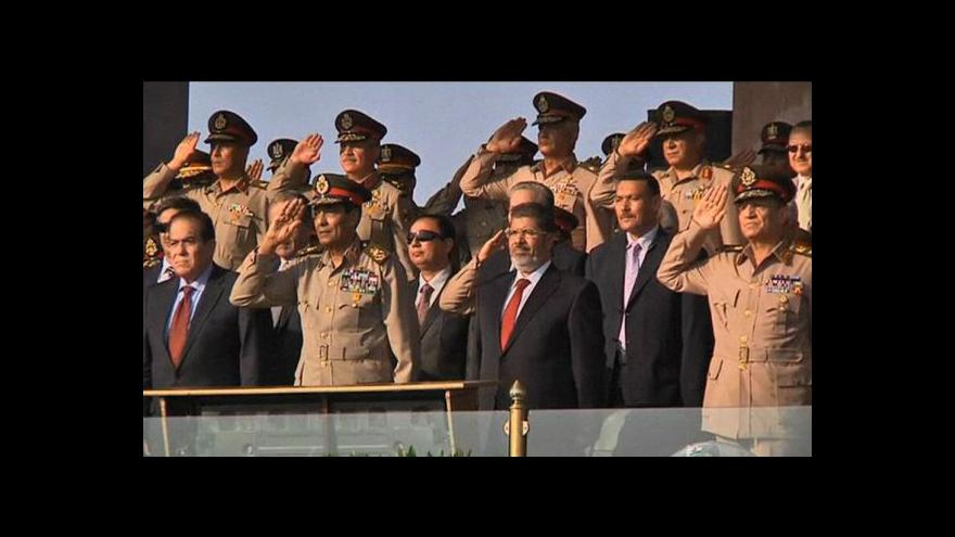 Video Mursí bere v Egyptě moc do svých rukou