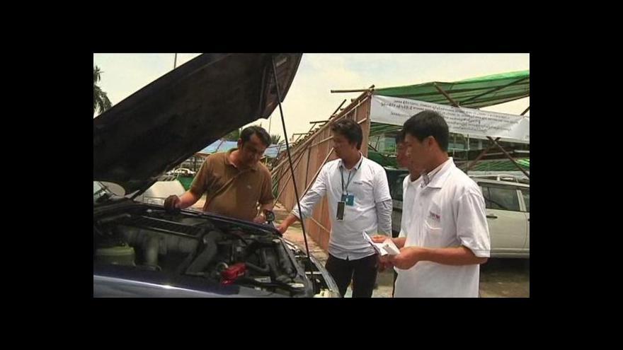 Video V Barmě si mohou konečně koupit nové auto