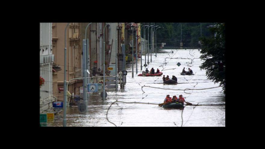 Video Karlín po povodních v roce 2002