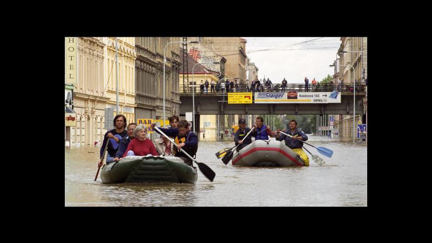 Video Česko si dál připomíná dekádu od ničivých povodní