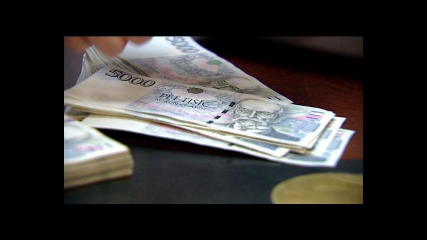 Video V Česku přibývá chronických dlužníků